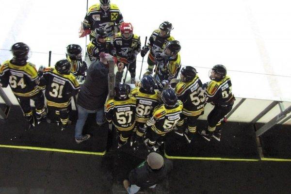 KEV U14 beim Auswärtsmatch in Stockerau: Besprechung vor der Bank